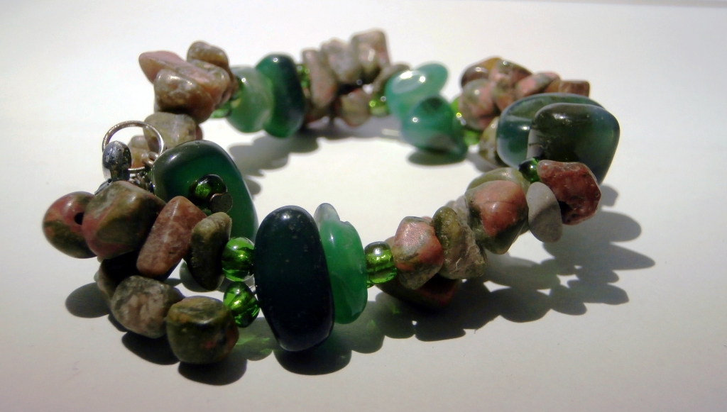 Perhiasan Batu Alam Indonesia